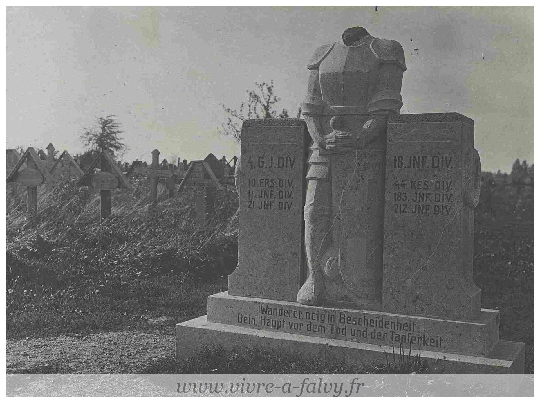 Pargny - Cimetière Militaire Allemand Monument funéraire 19 09 1917