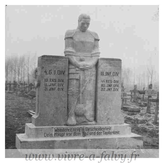 Pargny - Cimetière Militaire Allemand Monument funéraire 2