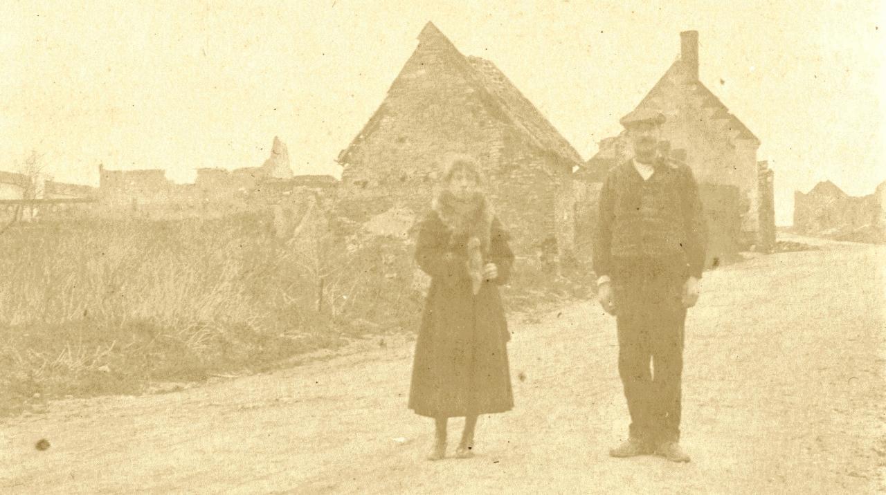 Lucien Parau dans une rue de Falvy