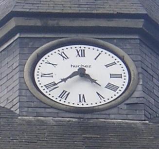 L'horloge a été fournie et posée par ?