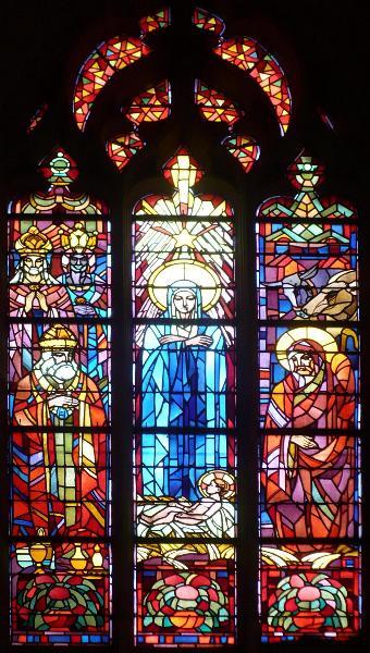 Les magnifiques vitraux ont été conçus de main de maître par ?