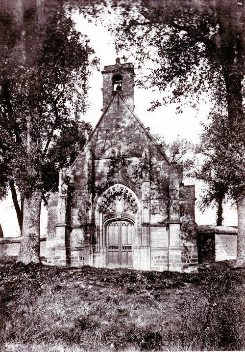 Quel était le nom de la petite chapelle située sur le territoire d'Ennemain ?