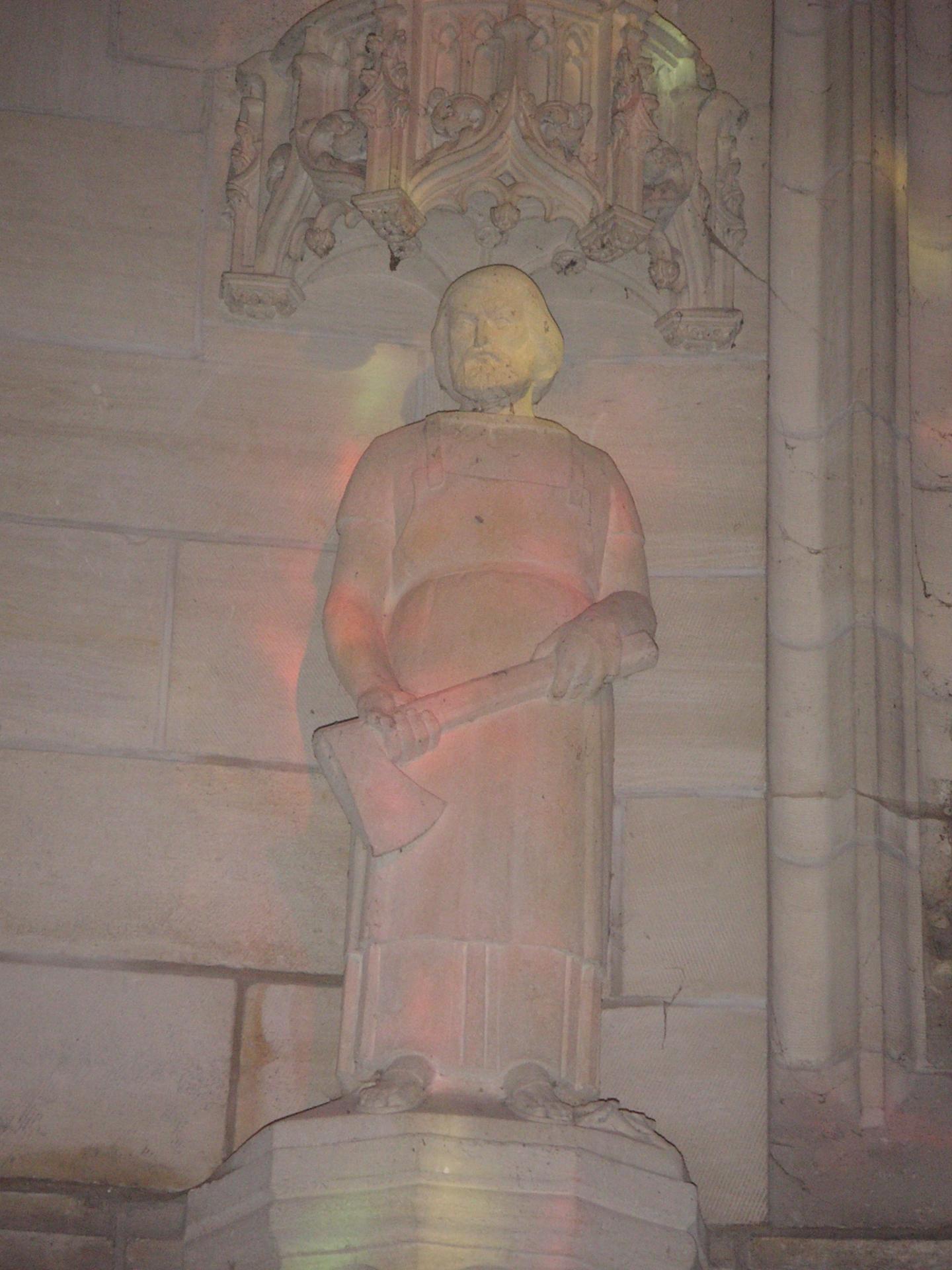 Lequel de ces saints n'est pas représenté dans l'église Sainte-Benoîte ?