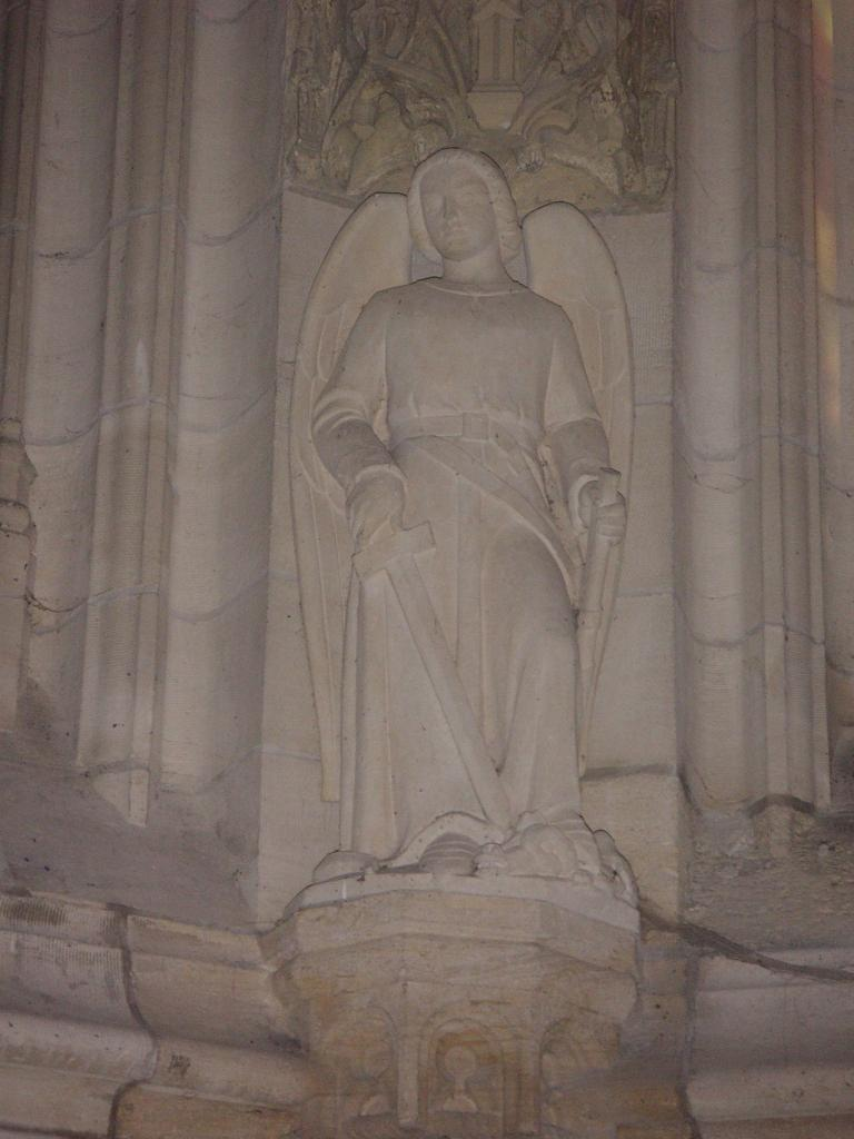 Qui est ce saint, chef de la milice angélique ?