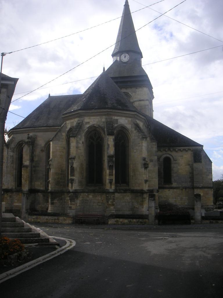 Comment nomme-t-on l'arrière de l'église ?