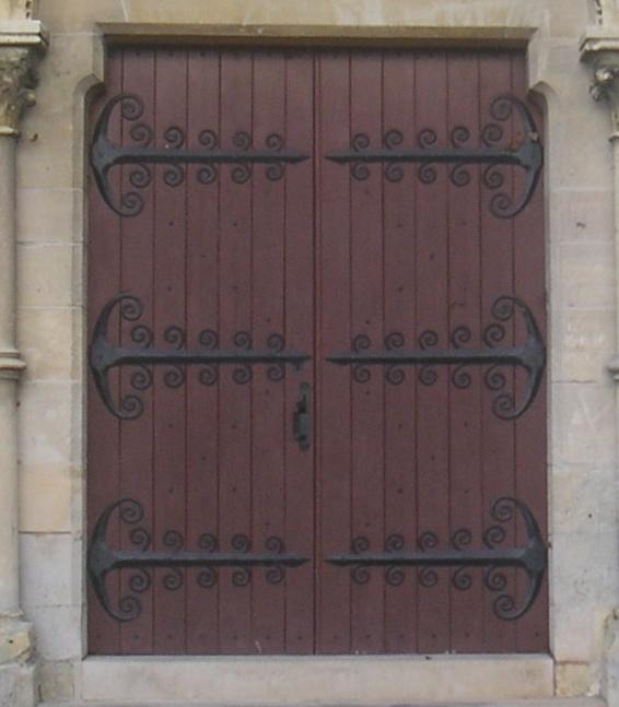 Les portes en chêne ont été réalisées par ?