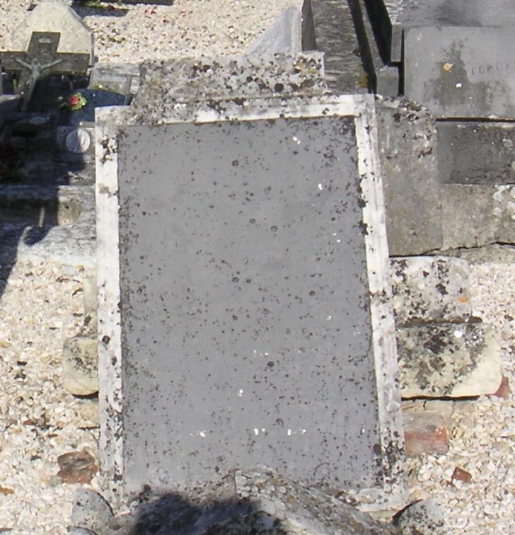 Quel homme enterré à Falvy fut chanoine de la cathédrale d'Amiens ?